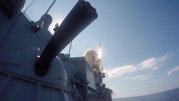 Удар крылатыми ракетами Калибр по объектам запрещенной в РФ террористической группировки ДАИШ в Сирии - Sputnik Việt Nam