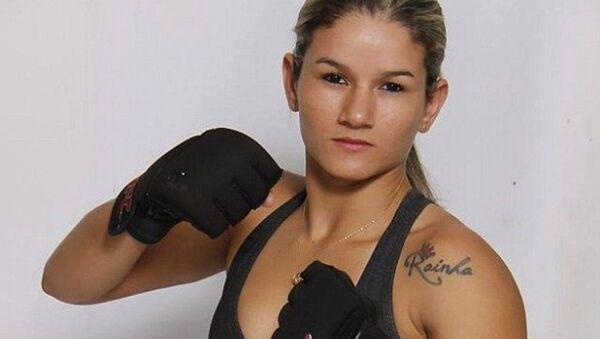 Trong sự nghiệp thi đấu MMA của mình, Monique Bastos đã đánh 6 trận và từng lên ngôi trong một giải đấu địa phương. - Sputnik Việt Nam