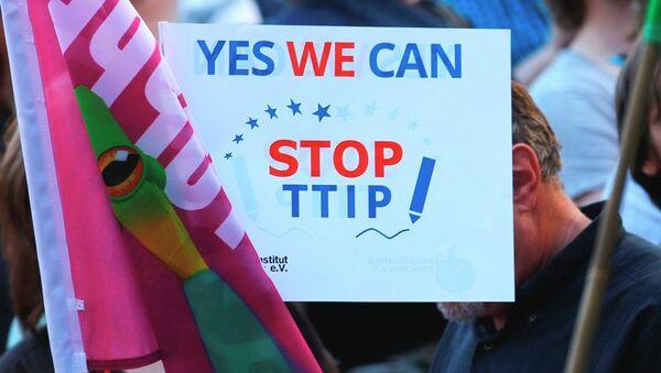Tại châu Âu đang gia tăng số lượng những người chống lại Đối tác xuyên Đại Tây Dương - TTIP. - Sputnik Việt Nam