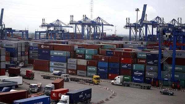 Bãi container hàng hóa tại cảng Cát Lái - Sputnik Việt Nam