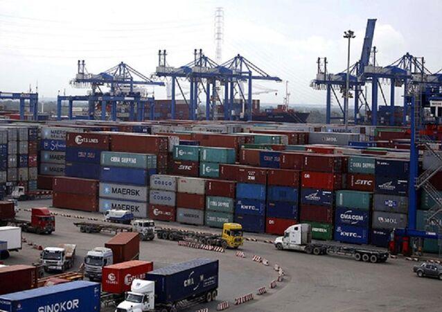 Bãi container hàng hóa tại cảng Cát Lái