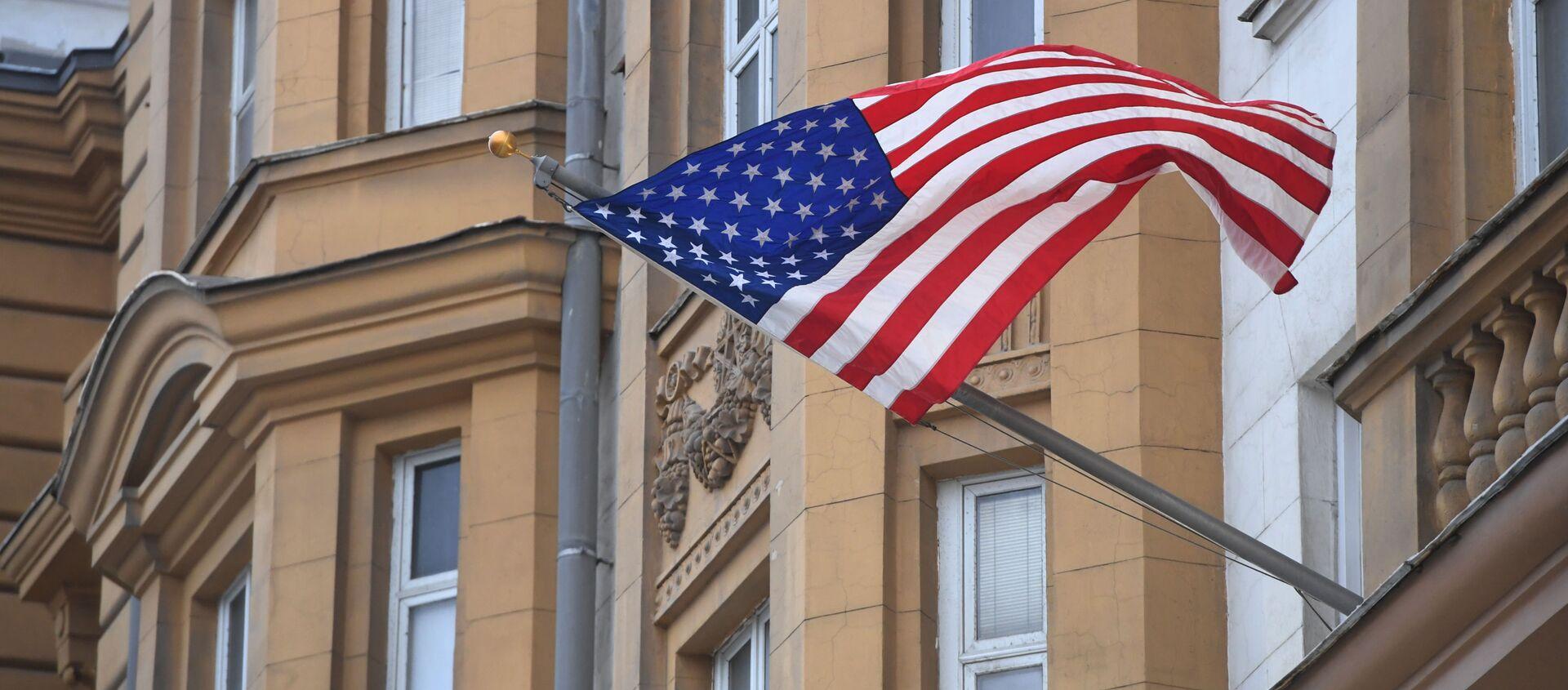 Quốc cờ Mỹ trên tòa nhà Đại sứ quán Mỹ tại Moskva - Sputnik Việt Nam, 1920, 30.04.2021
