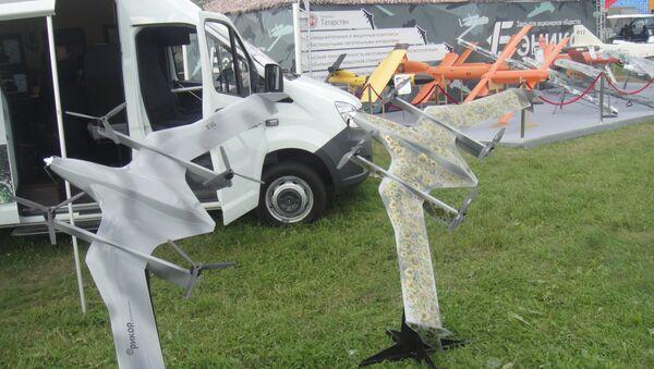 Khí cụ bay không người lái (UAV) và Trạm điều khiển cơ động. - Sputnik Việt Nam