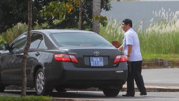 Ông Nguyễn Phong Quang, nguyên phó trưởng Ban thường trực BCĐ Tây Nam bộ, hiện là chủ tịch Hội Bảo trợ bệnh nhân nghèo Tây Nam bộ vẫn sử dụng chiếc xe công thời ông còn là phó trưởng Ban thường trực BCĐ Tây Nam bộ - Sputnik Việt Nam
