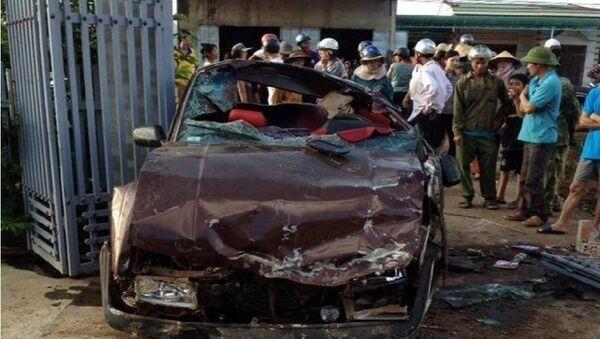 Chiếc xe dúm dó sau tai nạn - Sputnik Việt Nam