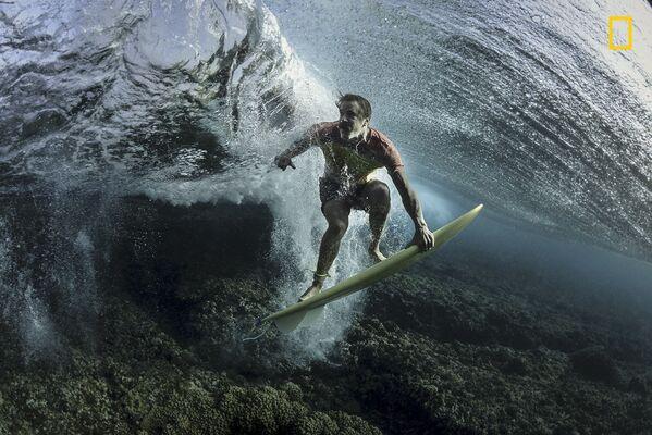 "Rodney Bursiel. Under The Wave.  Giải 3 trong hạng mục ""Con người"" - Sputnik Việt Nam"