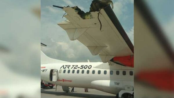 Cánh của một trong hai chiếc máy bay bị hư hại sau vụ va chạm - Sputnik Việt Nam