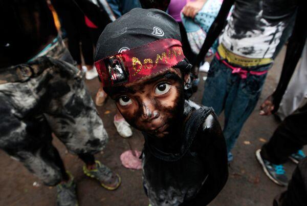Nicaragua. Tại nghi lễ vinh danh vị thánh bảo trợ  thủ đô Managua có phong tục kỳ quặc: bôi khắp người ... bằng dầu xe. - Sputnik Việt Nam