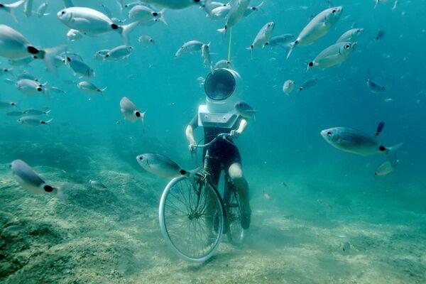 Croatia. Công viên nước ở thành phố Pula. Dạo chơi bằng xe đạp trên… đáy biển. - Sputnik Việt Nam