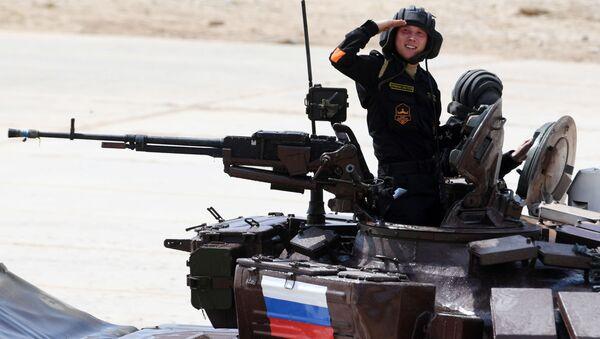 Khu vực Matxcơva. Alabino. Chỉ huy tổ lái xe tăng của Lực lượng vũ trang Nga tại  cuộc thi Tank biatlon  trong khuôn khổ Thế vận hội Quân đội -2017. - Sputnik Việt Nam