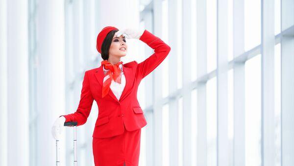 Молодая стюардесса в аэропорту - Sputnik Việt Nam