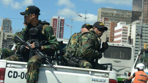 Военные на улице столицы Венесуэлы Каракаса - Sputnik Việt Nam