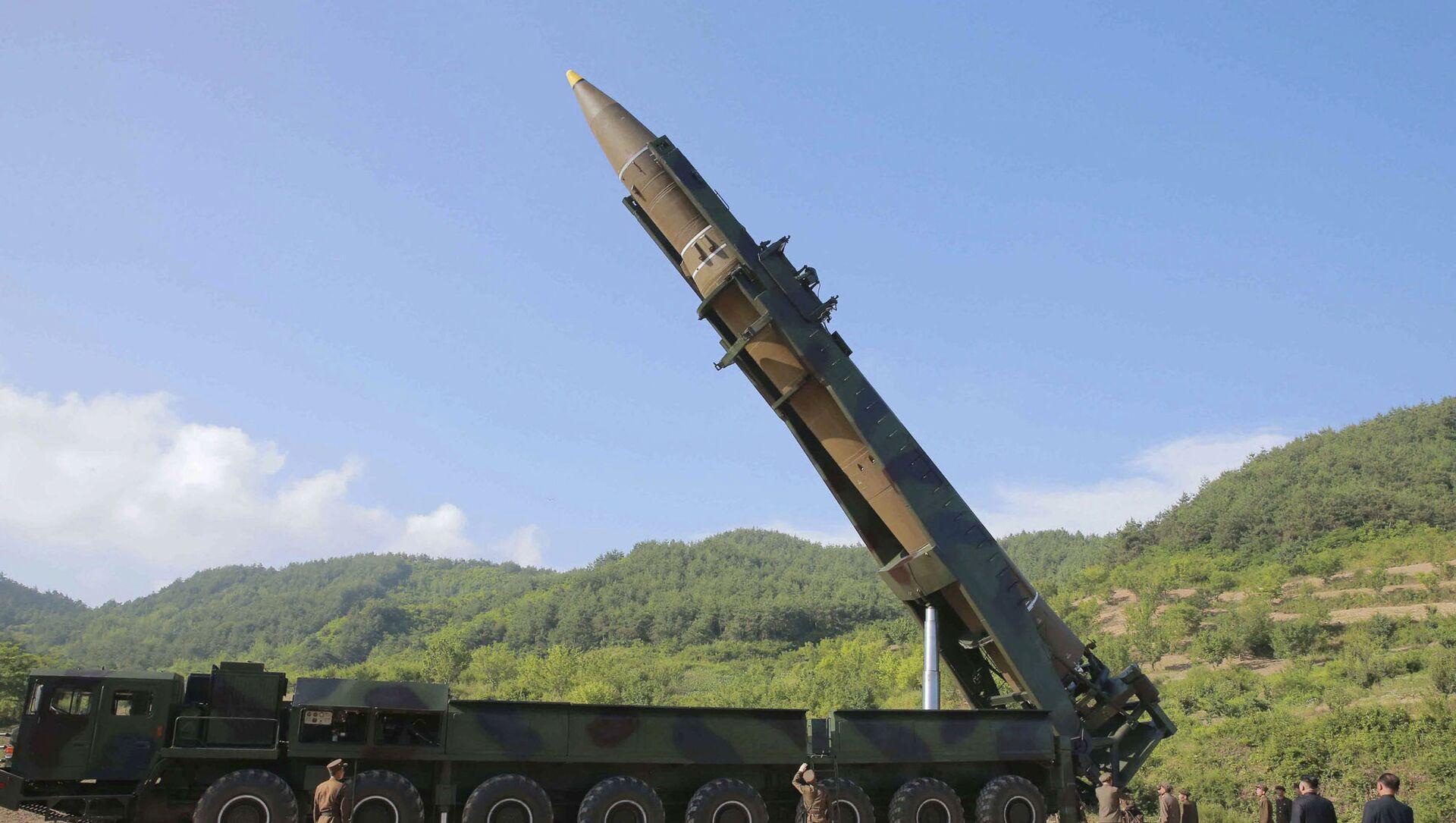 tên lửa đạn đạo Hwasong-14 - Sputnik Việt Nam, 1920, 28.04.2021