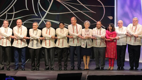 Russian Foreign Minister Sergei Lavrov during a joint photo-op with foreign ministers of ASEAN member states before the official gala dinner on the sidelines of the ASEAN regional security summit in Malina, Philippines - Sputnik Việt Nam