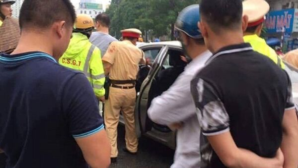 Vụ tấn công CSGT bằng gậy golf - Sputnik Việt Nam