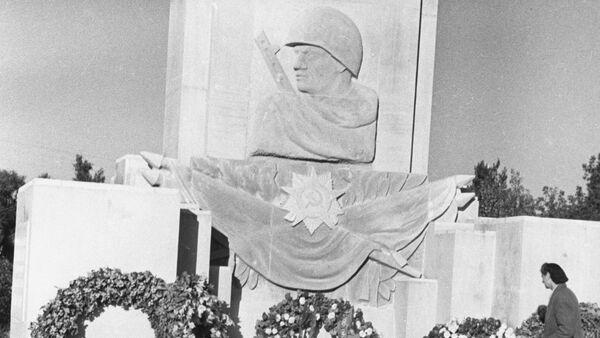 Tượng đài thời Liên Xô - Sputnik Việt Nam