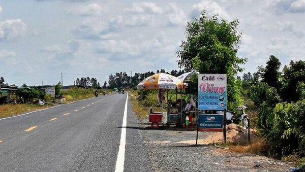 Lấn chiếm hành lang an toàn lộ giới tuyến đường hành lang ven biển phía Nam. - Sputnik Việt Nam