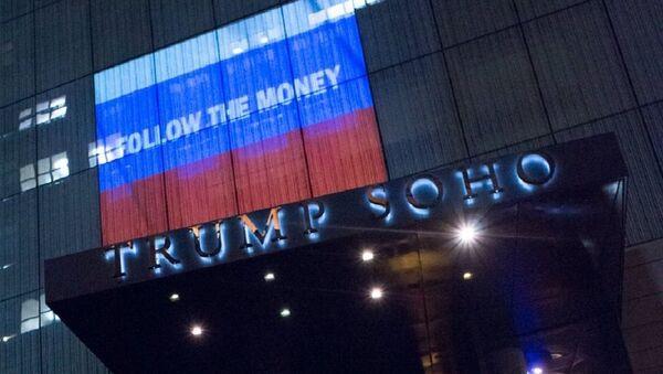 Hình chiếu cờ Nga trên mặt tiền khách sạn Trump ở New York - Sputnik Việt Nam