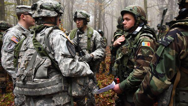 Военные США и молдавской армии на совместных военных учениях. Архивное фото - Sputnik Việt Nam