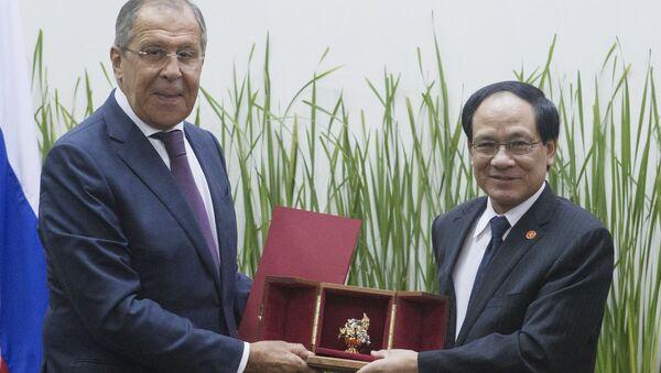 Ngoại trưởng Nga Sergei Lavrov và Tổng thư ký ASEAN Lê Lương Minh - Sputnik Việt Nam
