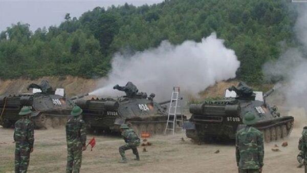 Pháo tự hành đổ bộ đường không ASU-85 của Việt Nam bắn đạn nước kiểm tra kỹ thuật - Sputnik Việt Nam