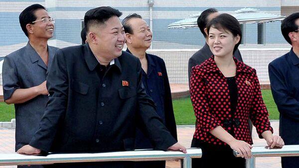 Nhà lãnh đạo Bắc Triều Tiên Kim Jong-un và người vợ - Sputnik Việt Nam