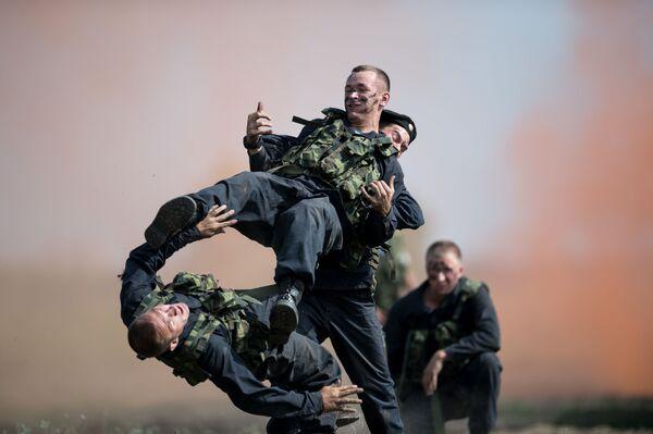 Lực lượng đặc nhiệm Nga thi đấu trong khuôn khổ Thế vận hội Quân đội-2017. - Sputnik Việt Nam