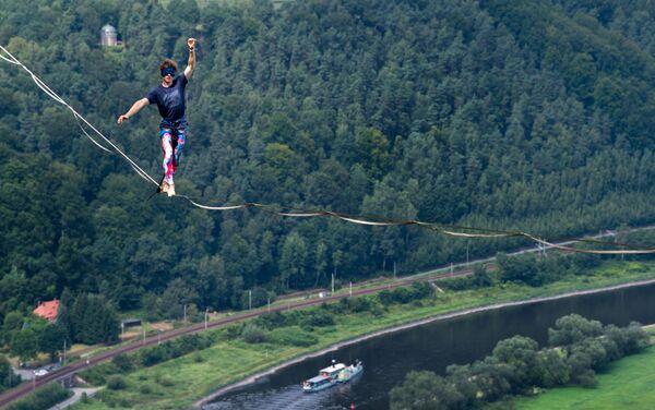 Đức. Người đi dây vắt qua sông Elbe. - Sputnik Việt Nam