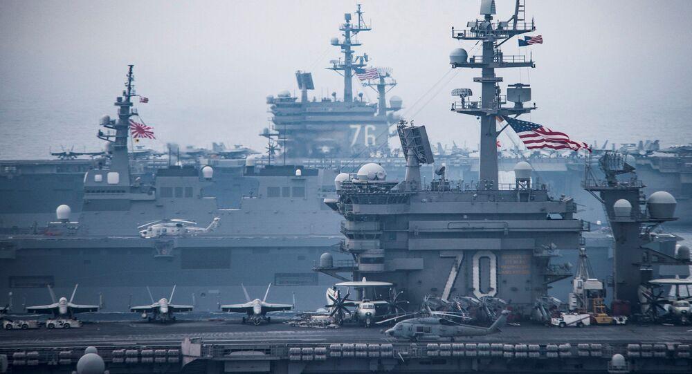 Hai tàu sân bay của Mỹ  Carl Vinson và Ronald Reagan trong  cuộc tập trận huấn luyện tại vùng biển Nhật Bản