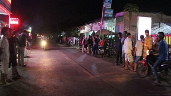 Rất đông các lực lượng tham gia phong tỏa, chốt chặn hiện trường để lùng bắt hung thủ gây án táo tợn trong tối 11/8 - Sputnik Việt Nam