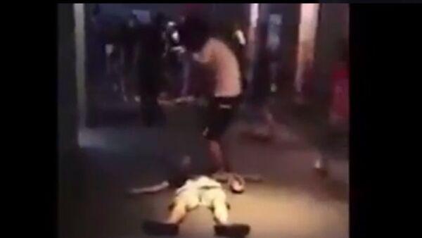 Hai thanh niên nghi ngáo đá: Một người bất tỉnh, một người nhảy múa liên tục trong rạp chiếu phim - Sputnik Việt Nam