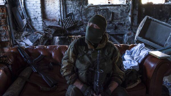 Dân quân ở vị trí trong sân bay Donetsk - Sputnik Việt Nam