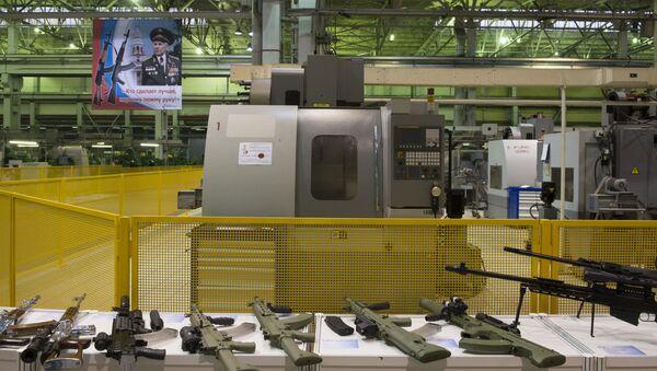 Các mẫu vũ khí trong xưởng của Tập đoàn Kalashnikov ở Izhevsk - Sputnik Việt Nam