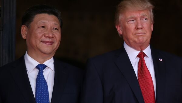 US President Donald Trump welcomes Chinese President Xi Jinping at Mar-a-Lago state in Palm Beach, Florida, US, April 6, 2017. - Sputnik Việt Nam