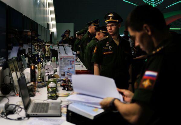 Các công việc chuẩn bị trong các gian hàng của trung tâm Patriot ... - Sputnik Việt Nam