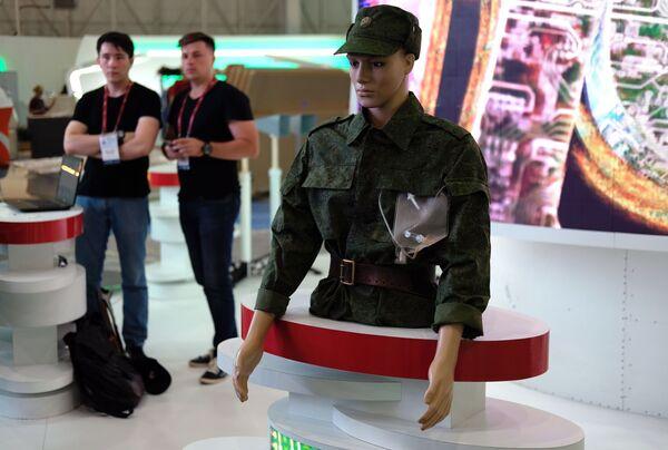 Người nộm này giới thiệu những phát triển mới nhất của các bác sĩ quân đội. - Sputnik Việt Nam