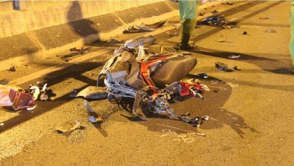 Chiếc xe máy vỡ nát, như một đống sắt vụn sau cú tông kinh hoàng - Sputnik Việt Nam