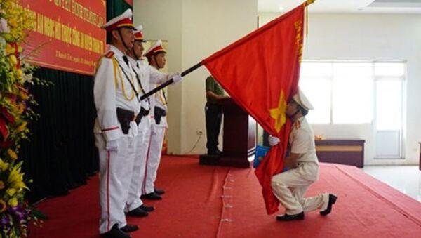 Đại diện chỉ huy Đồn Công an Ngọc Hồi thực hiện nghi lễ tuyên thệ - Sputnik Việt Nam