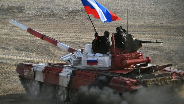 Xe tăng của đội Nga trong cuộc đua tiếp sức chặng cuối của cuộc thi Tank biathlon tại Thế vận hội quân đội -2017. - Sputnik Việt Nam