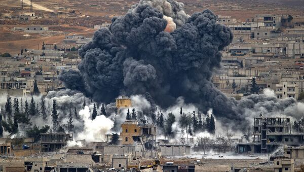 n this Nov. 17, 2014 file photo, smoke rises from the Syrian city of Kobani, following an airstrike by the U.S.-led coalition, seen from a hilltop outside Suruc, on the Turkey-Syria border. - Sputnik Việt Nam