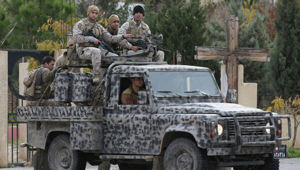 Lebanese army special forces patrol near the area militants ambushed Lebanese soldiers, in Ras Baalbek town, eastern Lebanon, Wednesday, Dec. 3, 2014 - Sputnik Việt Nam
