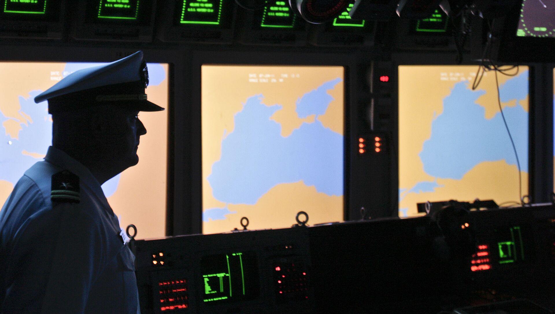 Пульт управления американского ракетного крейсера USS Monterey в порту румынского города Констанца на Черном море - Sputnik Việt Nam, 1920, 06.04.2021