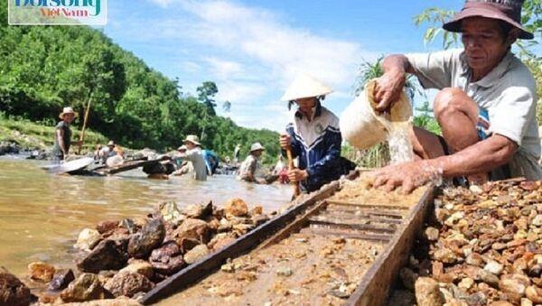 Người dân tìm vàng sa khoáng - Sputnik Việt Nam