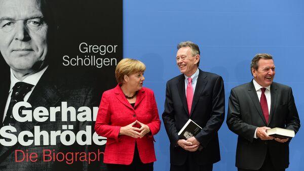 Angela Merkel, Gregor Schoellgen und Gerhard Schroeder - Sputnik Việt Nam