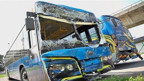 Hai chiếc xe buýt chở VĐV Myanmar, Philippines và Thái Lan tham dự SEA Games đã đụng vào nhau - Sputnik Việt Nam