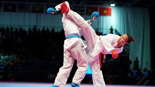 Nguyễn Thị Hồng Anh (đai đỏ) đã xuất sắc đoạt chiếc HCV quý giá cho karatedo Việt Nam - Sputnik Việt Nam