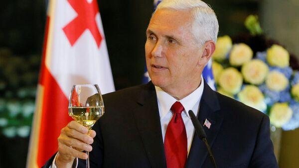 Mike Pence và rượu - Sputnik Việt Nam