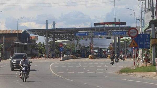 UBND tỉnh An Giang đã nhiều lần làm việc với Bộ GTVT và chủ đầu tư dự án BOT T2 nhưng Bộ chỉ đồng ý miễn giảm phí chứ không di dời trạm. - Sputnik Việt Nam