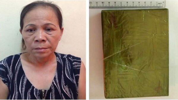 Đối tượng Trần Thị Nguyệt cùng tang vật là 1 bánh heroin tại cơ quan công an - Sputnik Việt Nam
