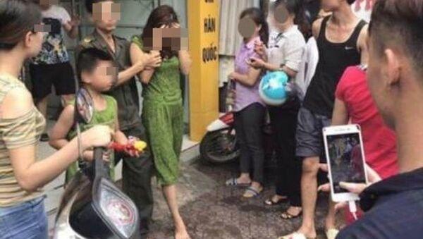 Hình ảnh người phụ nữ bán bảo hiểm được chia sẻ - Sputnik Việt Nam